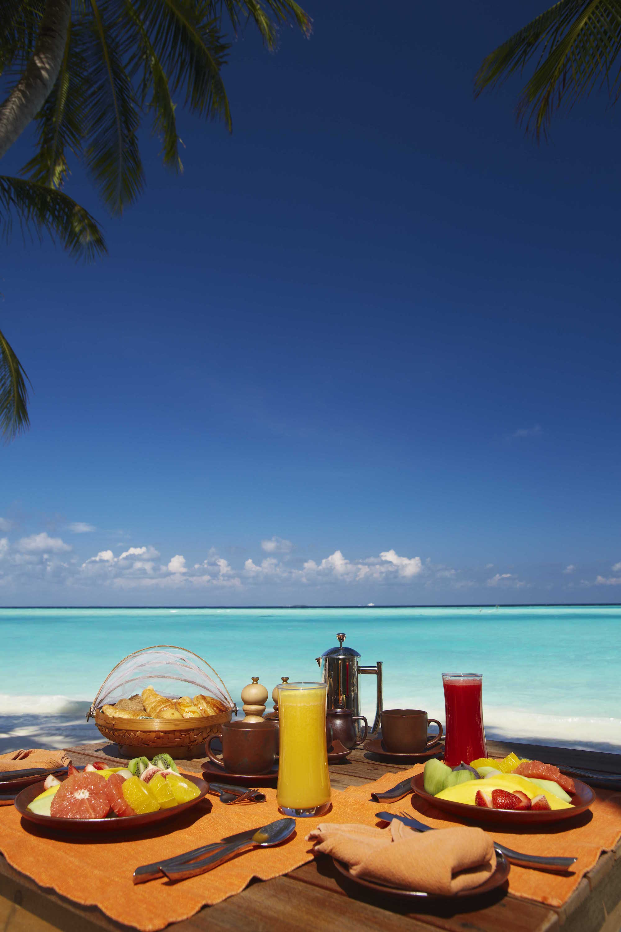 Gili Lankanfushi Resort Maldives - Breakfast in front of Ocean