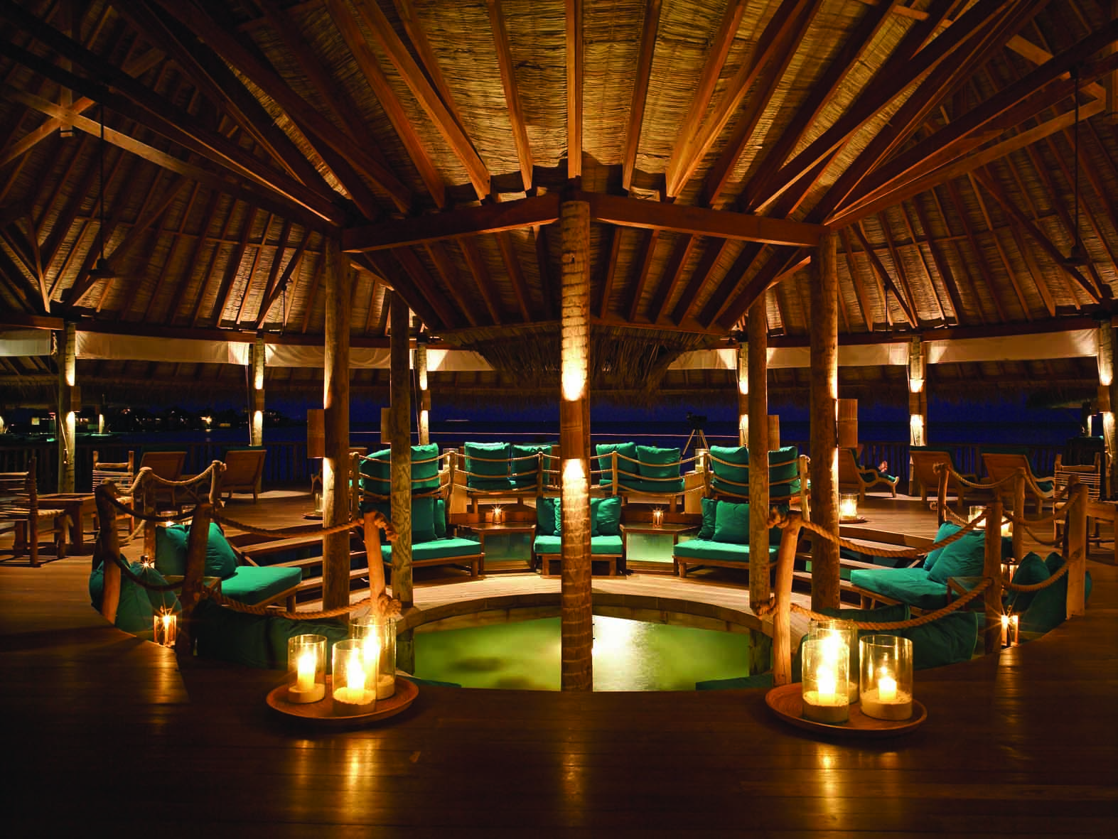 Gili Lankanfushi Resort Maldives - Over Water Bar