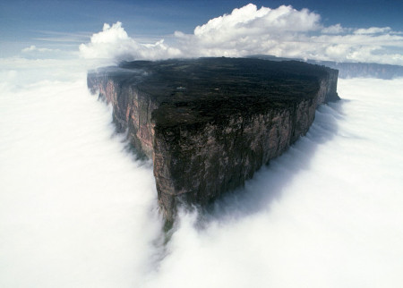 Mount Roraima, Venezuela louds