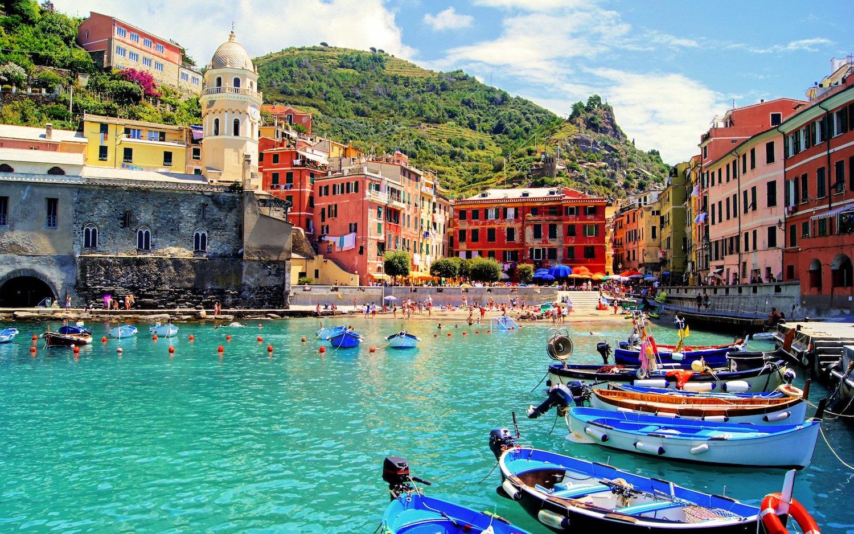 Vernazza port boats