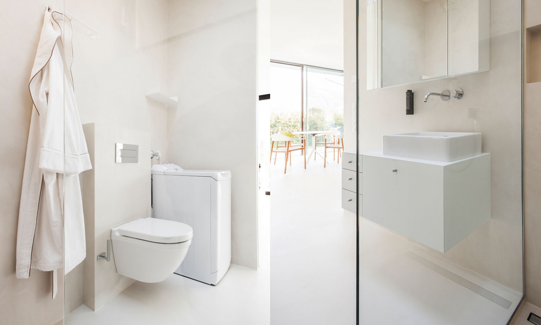 Mirror Houses bathroom