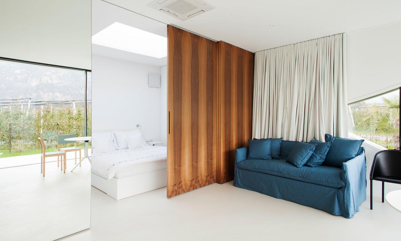 Mirror Houses bedroom + living room
